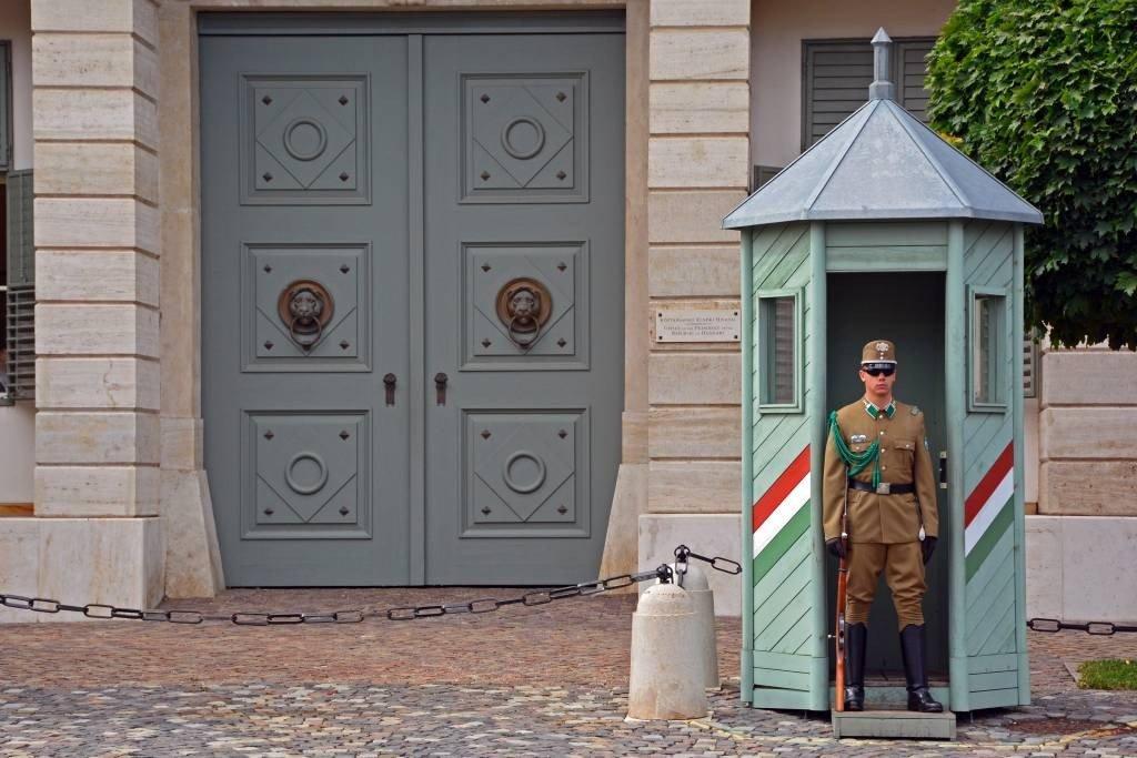 Sándor Palace Guard