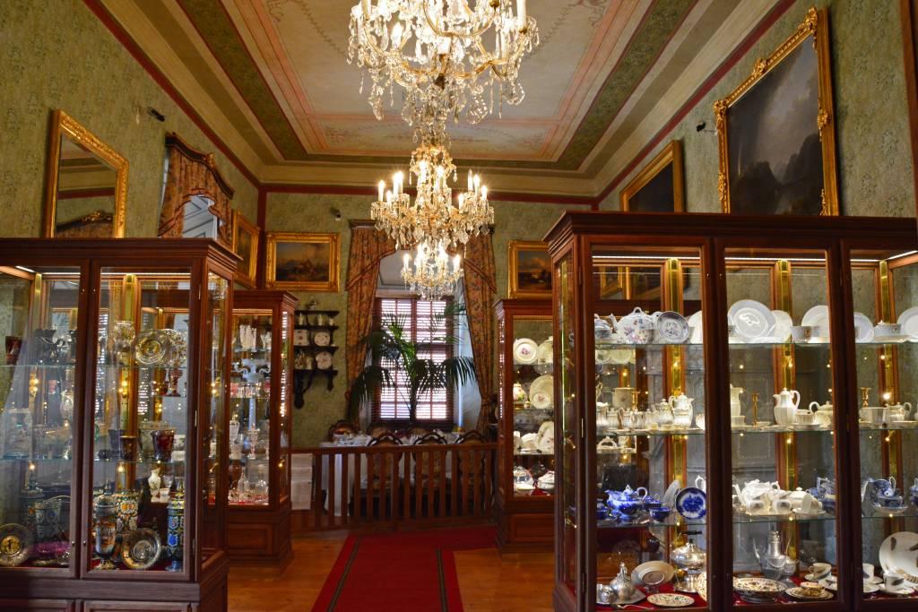Cesky Krumlov Castle chandelier