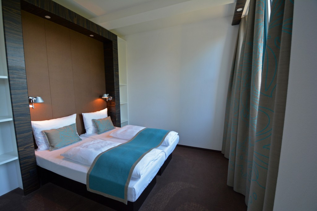 Edinburgh Motel One Motel one edinburgh forget someday motel one edinburgh royal is located in the heart of the city just a short walk from waverly station which was very beneficial for us sisterspd
